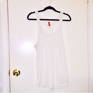 🎀2/20🎀 H&M: Med Cream Lace Back Tank
